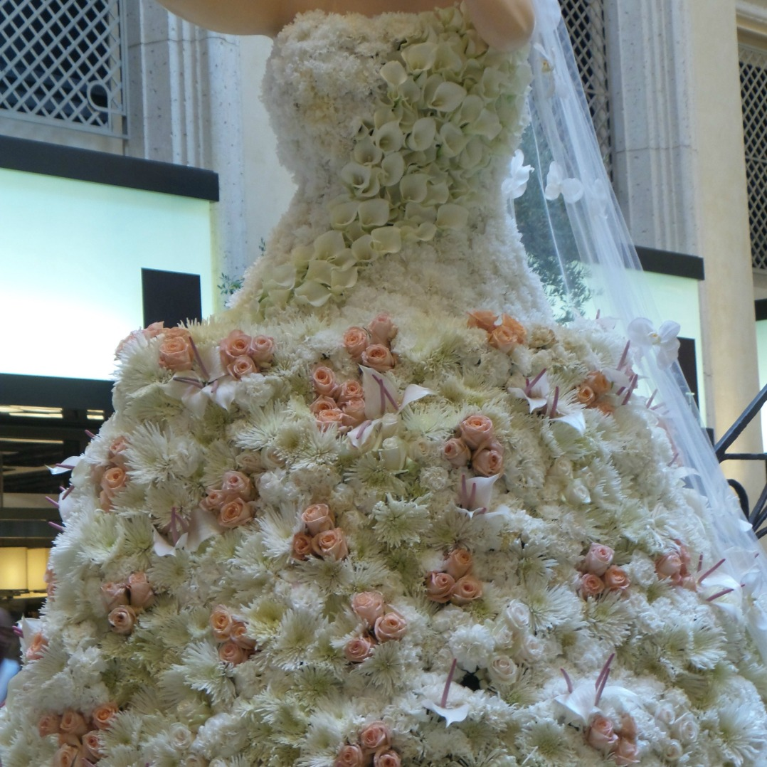 wedding-dress-made-from-flowers
